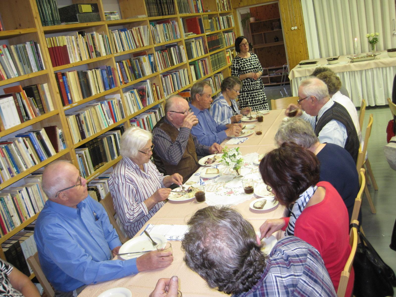 Ruokailun-yhteydessä-kuulimme-luostariyhteisön-toiminnasta.