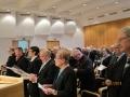 Loppulaulu, edessä tuomiorovastit Simo S. Salo ja Juha Palm, Taina Roikonen, Veikko Ripatti, entinen pj. Eeva Roininen ja Juhani Kousa